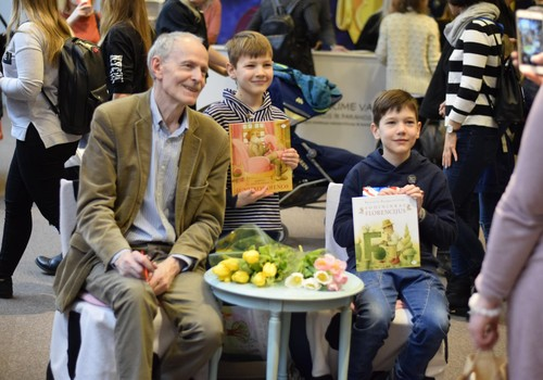 Skirstant knygas į mergaičių ir berniukų, daroma didelė skriauda vaikams