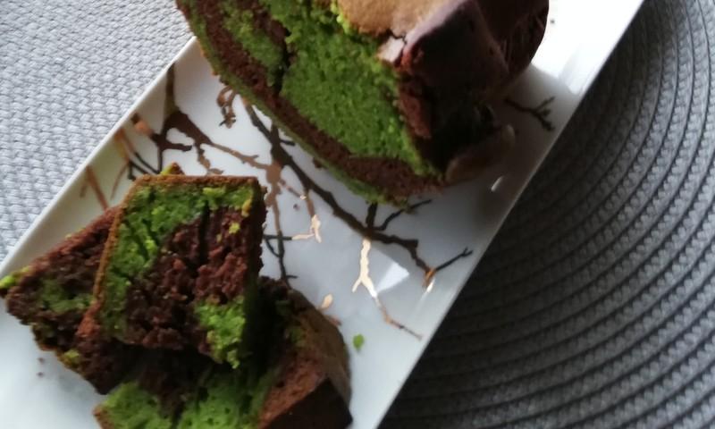 Šokolado ir špinatų keksas