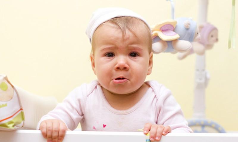 Psichologė: Nepalikite verkiančio kūdikio vieno