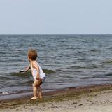 Apie maudynes jūroj kolkas tik pasvajot, tas didelis vanduo tikrinamas pabaksnojant pagaliu