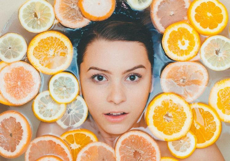 Odos priežiūra rudenėjant: kaip išlaikyti skaisčią ir stangrią veido odą?