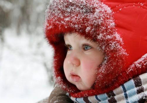 Ką daryti, kai mažylis isteriškai verkia rengiamas?