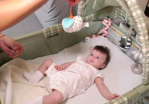 """VIDEO """"Akušerė skuba į pagalbą"""": užsiėmimai su 3 mėnesių kūdikiu"""