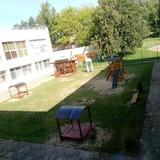 Visi pradinukai galės žaisti šioje aikštelėje vidiniame mokyklos kieme