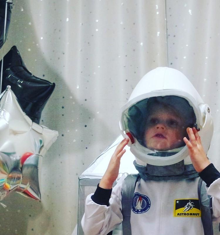 """Kosmonauto šalmas arba kaip mama išradinėjo """"dviratį"""""""