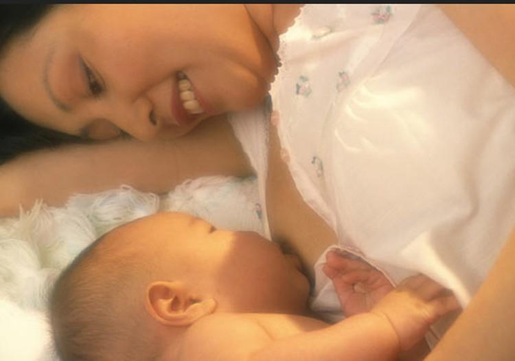 Kūdikis staiga nebežinda vienos krūties. Kodėl?