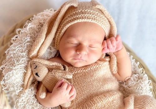 Kodėl kūdikiai kartais knarkia: 4 galimos priežastys