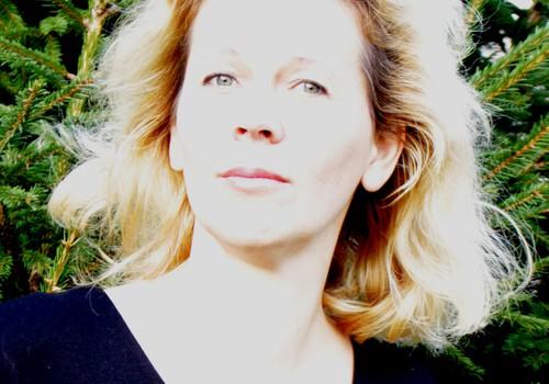 """Rašytoja ir dailininkė Rūta Dzin: """"Man gyvybiškai būtina prisiliesti prie žemės, kad atgaučiau jėgas"""""""
