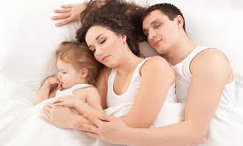 MK mamų nuomonė: tėvai ir vaikai turi miegoti atskirose lovose