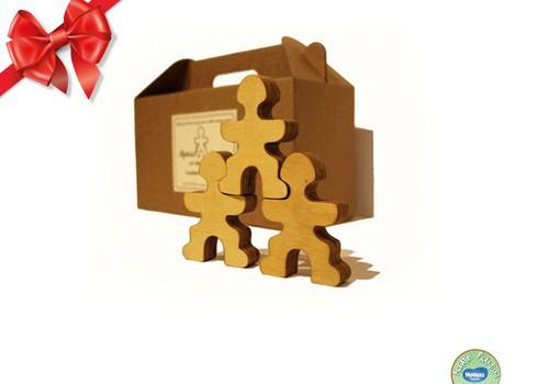 Huggies® šventinių dovanų katalogas: Alfrēds Stiprinieks un viņa brāļi» pasiruošę įkristi į dovanų maišelius