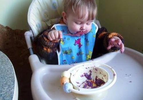 Kada mažyliai pradėjo savarankiškai valgyti?