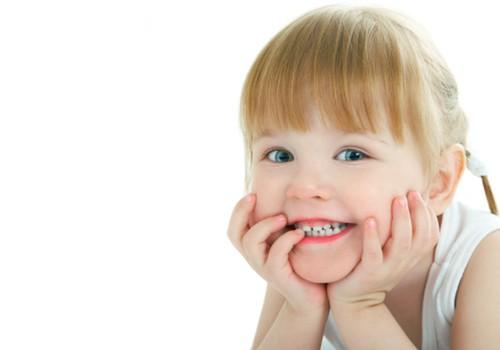 Psichologės patarimai, kai vaikas ima griežti dantimis