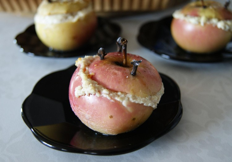 Kepti obuoliai su varškės įdaru