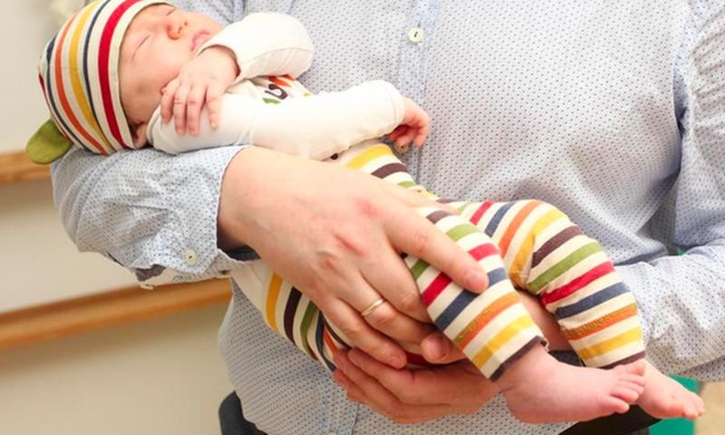 FOTO: Tėčiai nebijo būti švelniais, jautriais ir mylinčiais