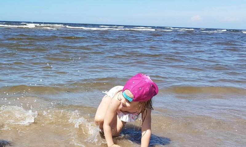 Keliaujame į paplūdimį su vaiku: ką įsidėti?