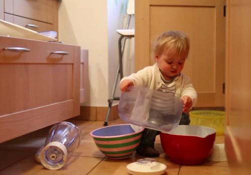 Kineziterapeutė: Metukų mažylis mėgsta žaisti su visais daiktais