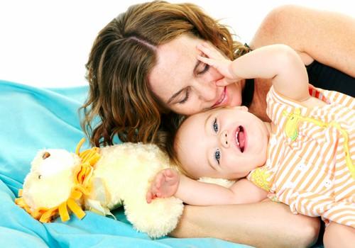 Ar jūsų vaikas mėgsta būti apkabinamas ir liečiamas?