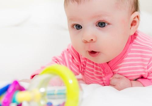Ar viskas gerai, jei 9 mėnesių kūdikis dar neropoja?