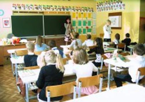 Gripas privertė stabdyti pamokas keliose Kauno mokyklose