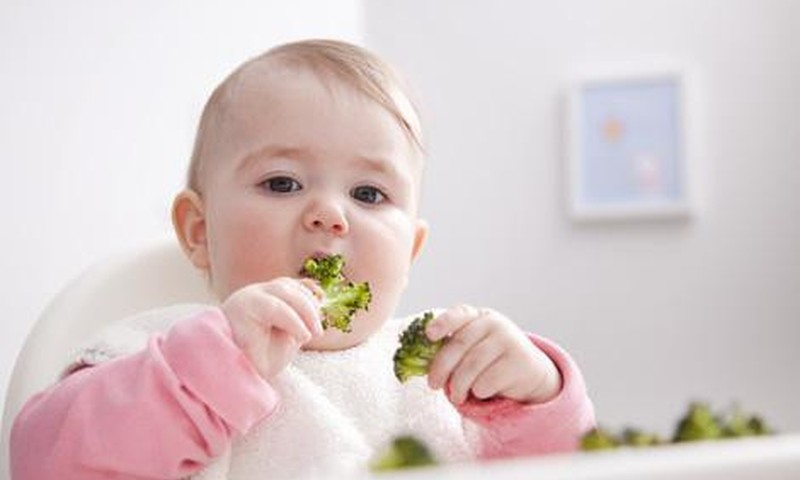 """Mažylis, paragavęs daržovių, išspjauna - kiek ilgai """"žaisti""""?"""