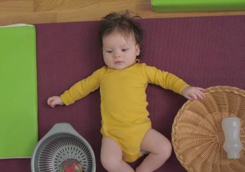 Kūdikio vystymasis pirmaisiais gyvenimo metais: 4 mėnuo
