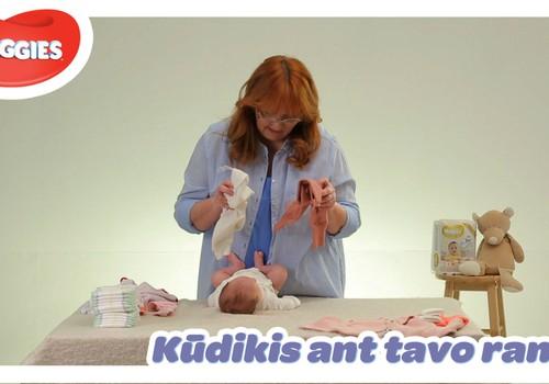 """""""Kūdikis ant tavo rankų"""": mokomės tinkamai aprengti ir nurengti kūdikį"""