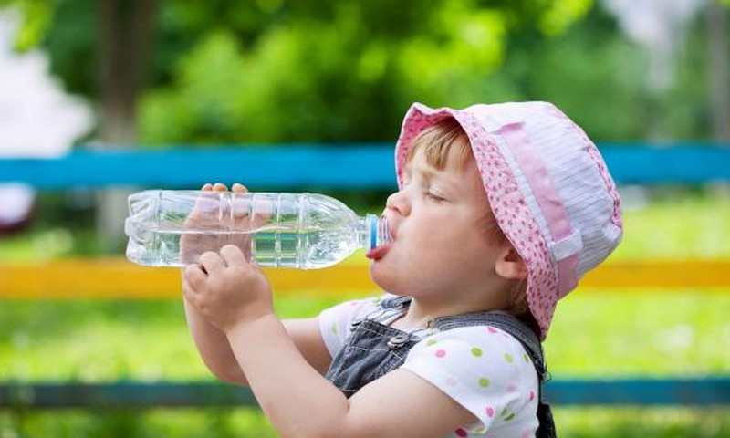 Kokį vandenį naudoti vaikų mityboje?
