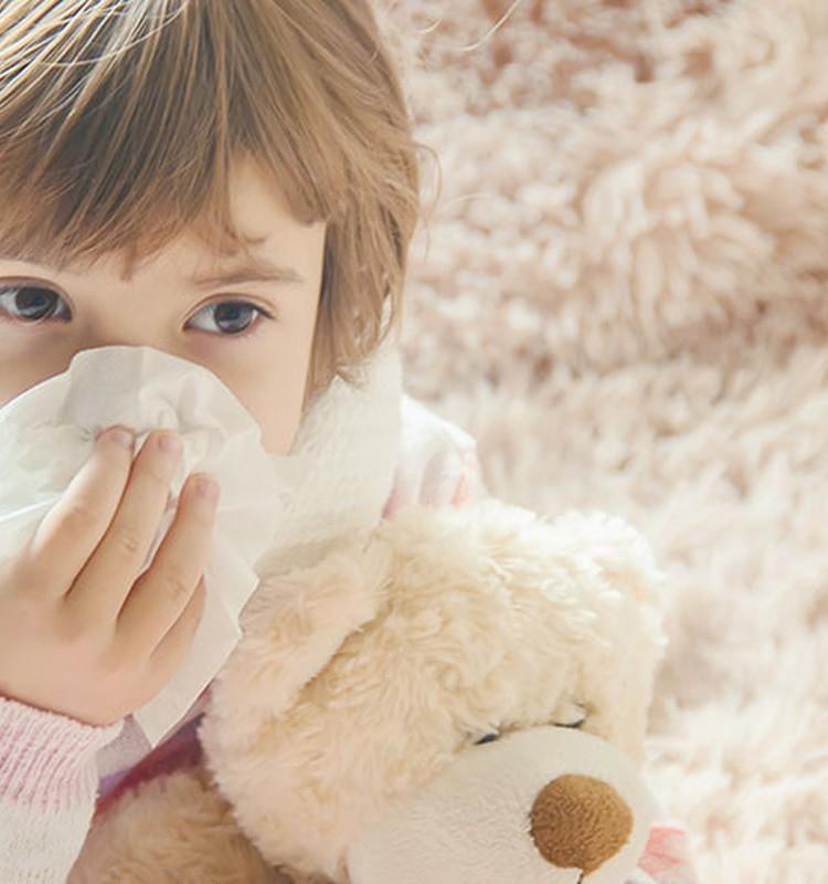 Sausas ir drėgnas kosulys: šeimos gydytojos patarimai, kaip vaikui padėti