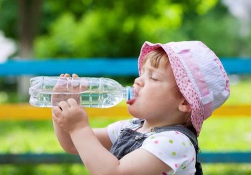 Kiek mažyliai vasaros dieną turi išgerti skysčių?