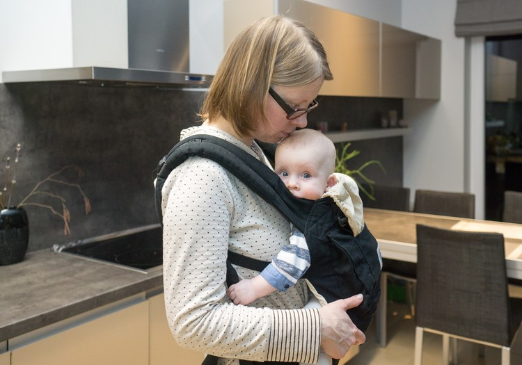 Du mažyliai namuose: renkuosi nešioklę