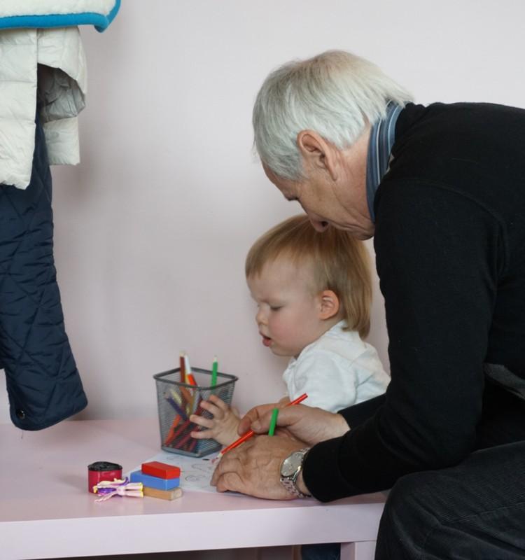 Du mažyliai namuose: sekmadienio pramogos