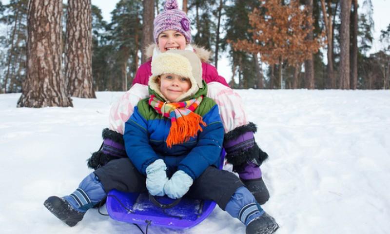 Šeimos gydytoja: vaiko pramogos lauke svarbios ir žiemą