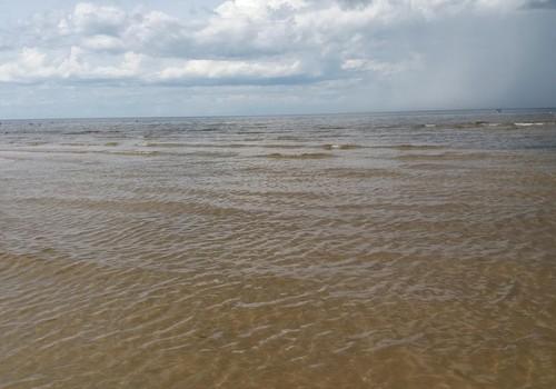VASAROS BLOGAS: ten kur jūra mėlyna...... :)