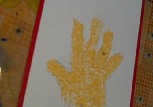Mokome vaikus skirti kairiąją ir dešiniąją rankas
