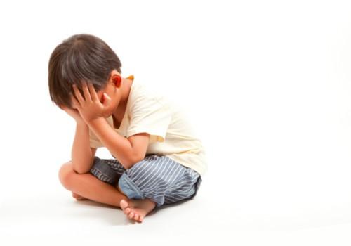 2-3 metų vaikas nesidalina ir mušasi: kaip tinkamai reaguoti?