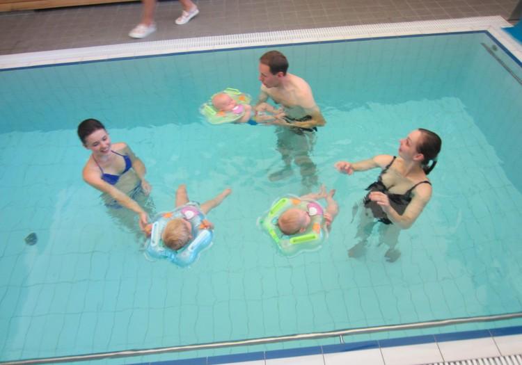 Šlapias REPORTAŽAS iš kūdikių maudynių baseine