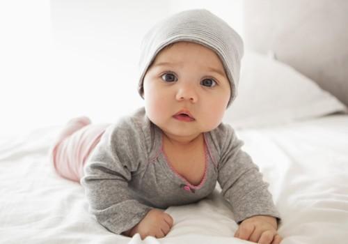 Kodėl svarbu, kad mažylis verstųsi nuo nugaros ant pilvo ir atvirkščiai?
