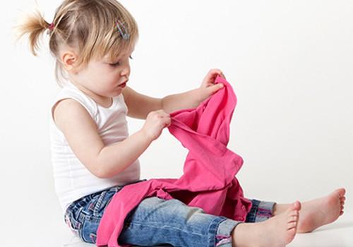 Kaip išmokyti vaiką pačiam apsirengti?