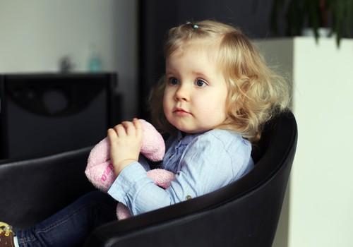 Vaikas bijo eiti į kirpyklą? Profesionalūs kirpėjos patarimai