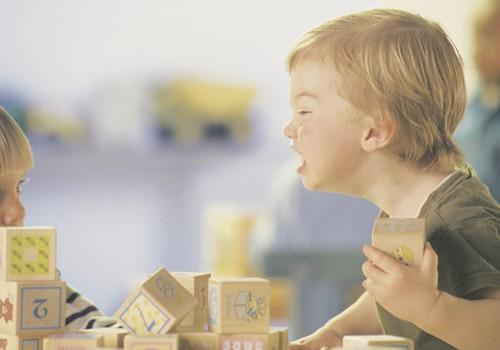 Vaikai barasi ir keikiasi. Kaip elgtis tėvams?