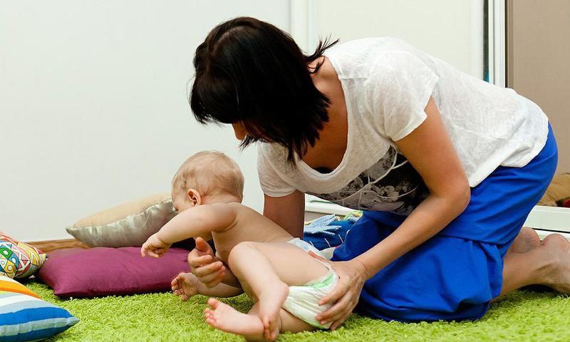 Kada mažylis mokosi persiversti?