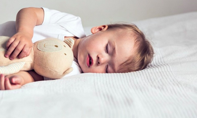 Kada jau galima mažyliui miegoti ant pagalvės?