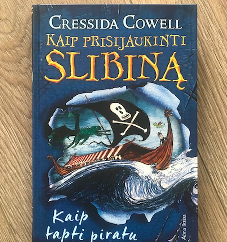 """Renkame knygos """"Kaip prisijaukinti slibiną 2. Kaip tapti piratu"""" laimėtoją"""