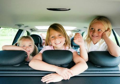 5 linksmi žaidimai automobilyje