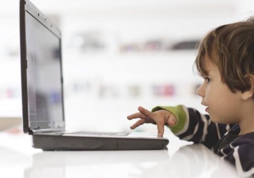 Internete be priežiūros palikti vaikai – kodėl verta sunerimti?