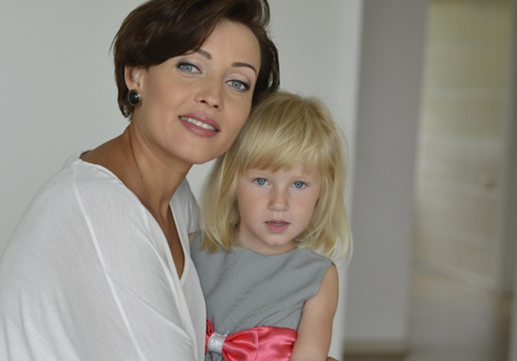 """Dvi dukrytes auginanti A.Jasaitytė prisipažįsta: """"Mamos darbas – sunkus"""""""