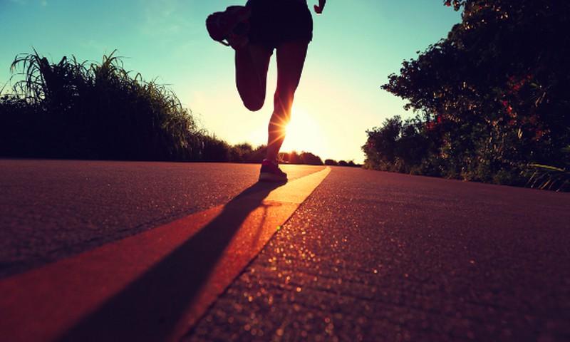 Sportuojame per vasaros karščius: kaip neprisidaryti bėdų