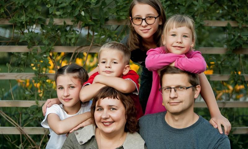 Devynių asmenų šeimos emigracijos į Prancūziją užkulisiai – psichoterapeutės laiškuose