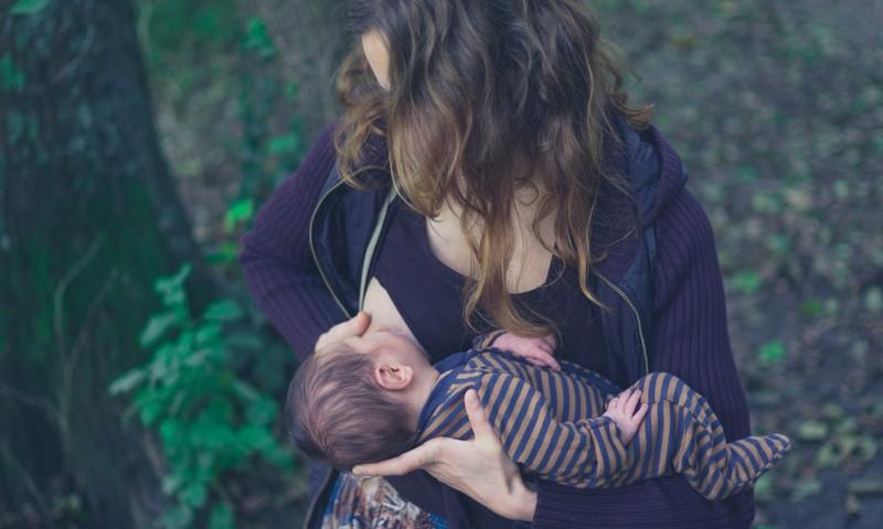 Ar kūdikiui užtenka mamos pieno: kaip suprasti?