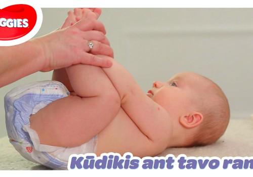 """""""Kūdikis ant tavo rankų"""": susipažinimas su rankytėmis ir kojytėmis"""